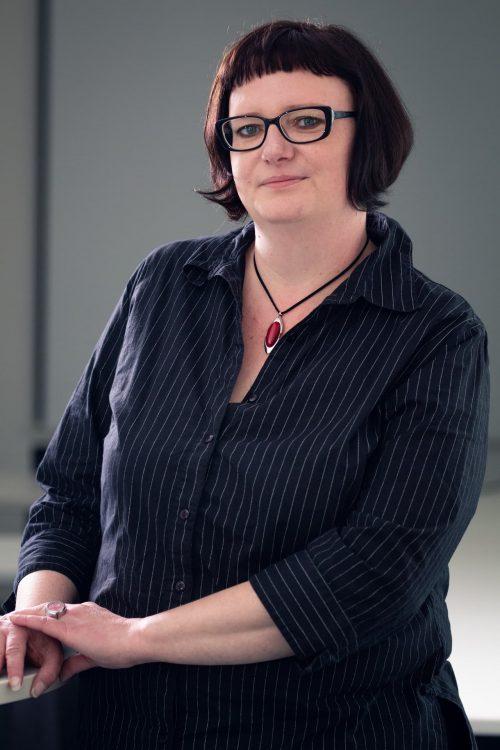 Frau Jüsche, Manuela